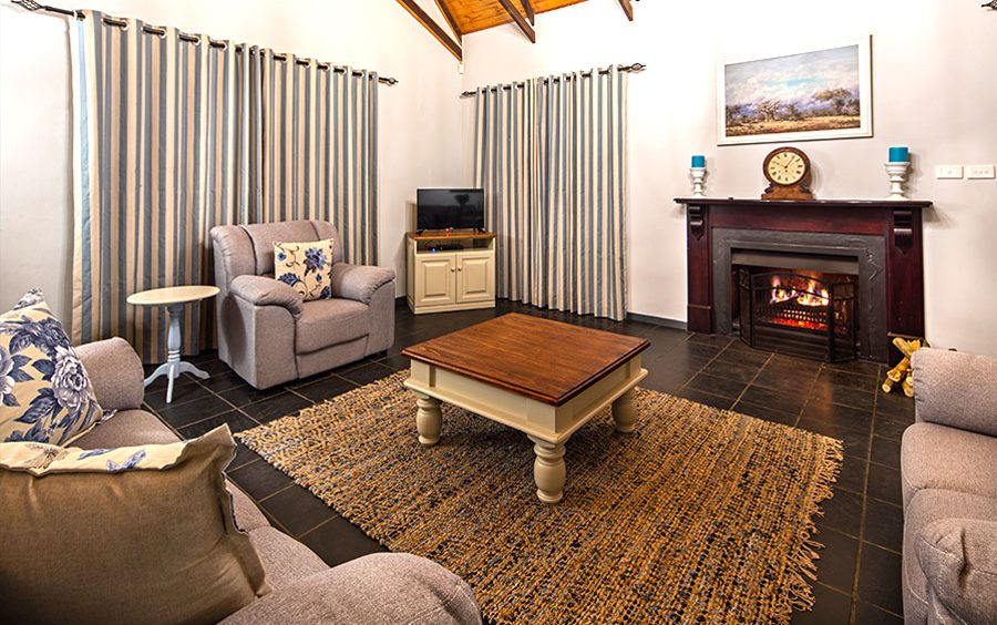 Oak Ridge Guest House offers a cosy living room equipped with a fireplace