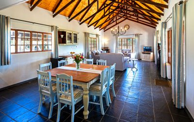Charming country dining room at Oak Ridge Guest House in Underberg